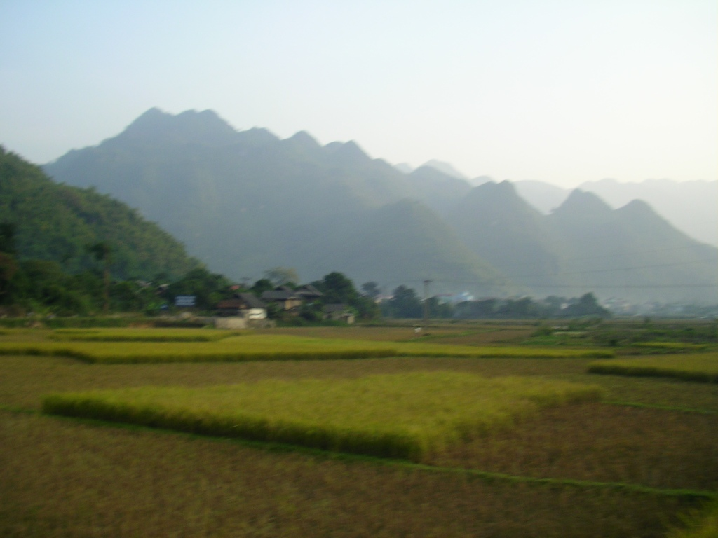 Northwest Vietnam, offbeat Vietnam, rice paddy vietnam, Ben Lac village, Off the beaten track, Vietnam travel blog, Mai Chau, small towns near Hanoi