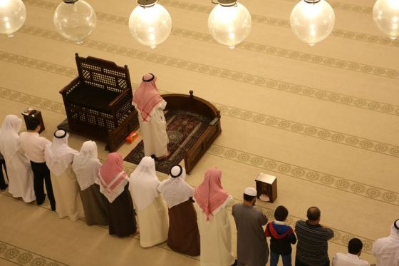 praying in a mosque, inside of a mosque, mosque inside pictures, grand mosque Bahrain