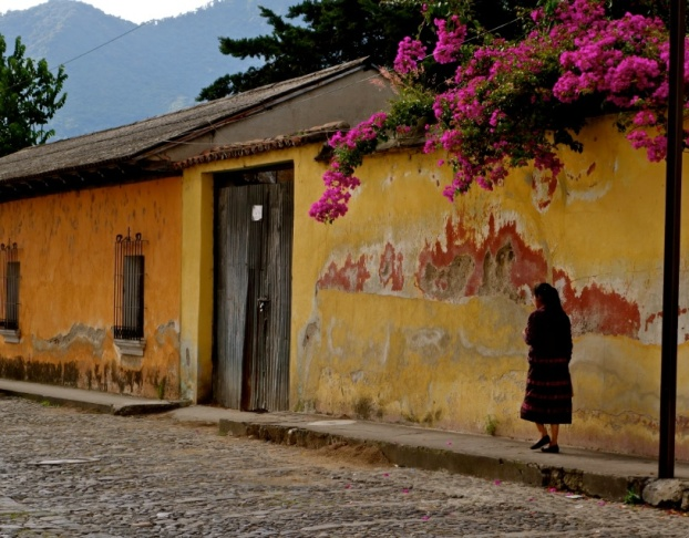 yellow house antigua guatemala, guatemalan culture