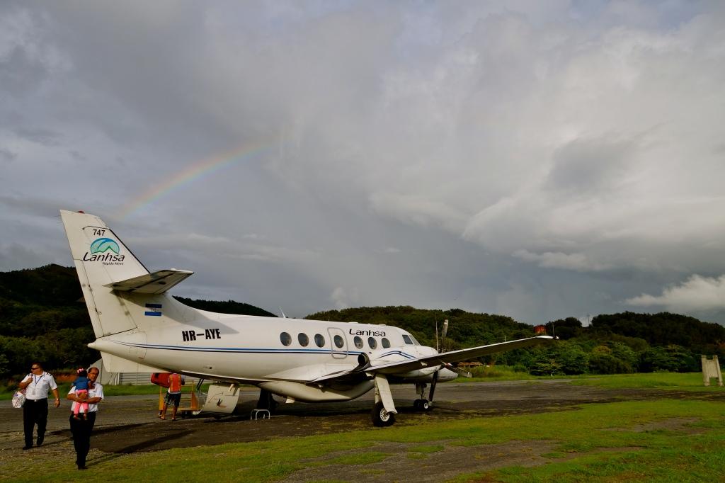 Bay islands honduras, how to reach guanaja