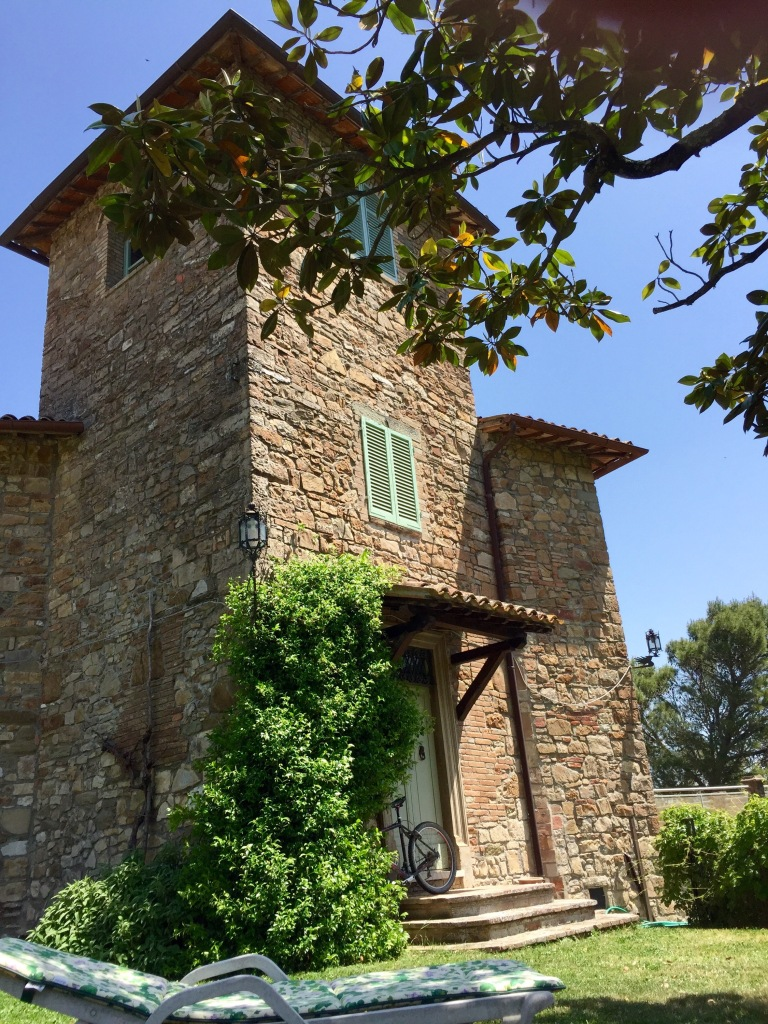 Traditional Italian Living Room Sets: Living With An Italian Artist In Umbria.